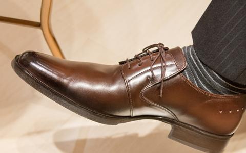 【足の臭い対策/原因/理由】洗っても臭い理由「旦那や彼氏、子供の足が臭い原因は、靴に繁殖する雑菌の繁殖」