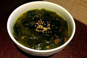生の野菜を食べたあとは、温かいスープが糖質や脂質の吸収を抑える
