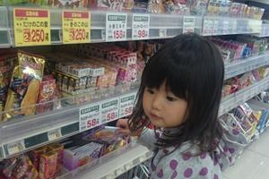 個別包装、1回で食べきれるチョコ、飲みきれるココア・パウダーを買う