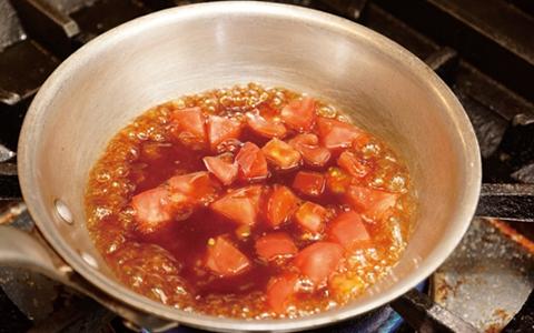 【大量消費/トマト料理/レシピ】簡単・人気・定番メニューで余ったトマトを大量消費「おすすめは、作り置き可能なトマトソースや煮込み、スープ系のトマト料理」