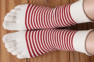 5本指の靴下を履く