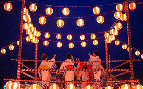 夏の定番!花火大会、夏祭り、盆踊りの浴衣デート方法