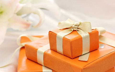 【彼氏/誕生日プレゼントの選び方】サプライズで彼氏へ贈る誕生日プレゼント「20代大学生、30代や40代社会人の男性が喜ぶ!誕生日プレゼントのランキング」
