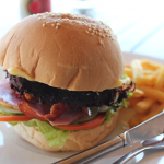 【ハンバーガーの具/ランキング】バンズに挟む具材とレシピ、トッピングの種類「好きなハンバーガー・ランキング!人気!簡単、定番のハンバーガーの種類を解説」