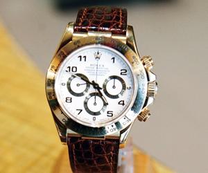 革ベルトの時計