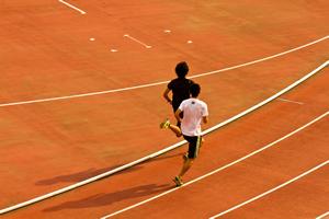 暑い夏の炎天下のスポーツ、室内競技や部活の熱中症対策