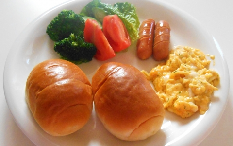 【ロールパン/サンドの具/中身】簡単・人気の朝食とお弁当レシピ!ロールパンに挟む具材、好きな中身は?「ウインナー、ソーセージ以外のロールパンの具、中身をジャンル別に解説 」