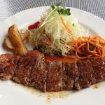 【ステーキの付け合わせ、おかず&料理】もう1品、ステーキに合うおかず料理&献立、誕生日のステーキを美味しくする野菜の副菜「簡単・人気・定番のステーキを豪快にする!付け合わせのサイドメニューは?」