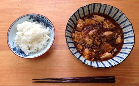 【麻婆豆腐に合う付け合わせ&献立】麻婆豆腐に、もう1品の定番・人気・簡単レシピ~麻婆豆腐に合う料理と副菜、人気・定番・簡単・おかずレシピは?「麻婆豆腐、基本の献立は、中華風卵スープとザーサイ。他に、もう1品は何を加える?」