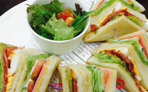 [サンドイッチのお弁当、おかずの付け合わせ] 子供と男性が好きなサンドイッチ弁当に合うおかず&料理、人気・定番・簡単なおかずレシピ、副菜特集「彼氏や旦那、子供に人気!定番サンドイッチ弁当の最強レシピ」
