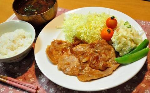 [生姜焼きの付け合わせ、献立] もう1品、生姜焼きに合う料理と副菜、人気・定番・簡単おかずレシピは?「基本の献立は、千切りキャベツと生野菜と味噌汁、ポテトサラダ」
