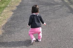 子供が歩く時期、平均何歳から歩くの?