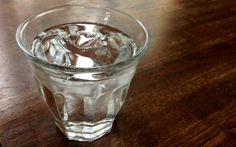 【硬水/中硬水/効果/特徴】硬水の飲み方!硬度100から1000mg/L 以内の水分補給「硬水・中硬水の健康・美容効果を解説!?硬水の便秘解消・疲労回復・ストレス解消の効果」