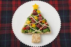 クリスマスのリースサラダとツリー・サラダ、手作り料理