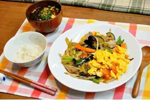 野菜炒めと味噌汁