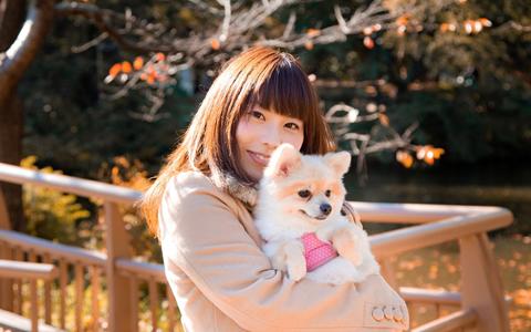 【犬好き女性/性格/特徴】室内犬を飼う女子のあるある心理、恋愛傾向「犬派の女性は、自分の犬が好き!?他人の犬が実は嫌い!?独占欲が強いのが犬好き女子の特徴」