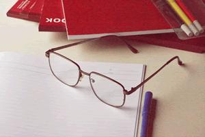 何歳から老眼になるの?老眼鏡をかける平均年齢は?