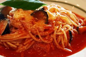 茄子、チーズのトマトソーススパゲティ