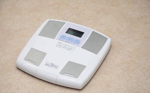 【体重52kg/女性の体型】体重54kgに合う身長、標準体重&美容体重、モデル体重は?「156cmや157で52キロが最も多い!?156cmで54キロってどうなの?」