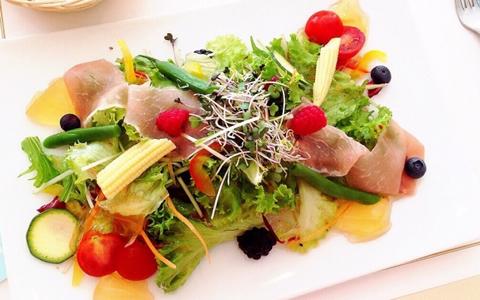 【カレーライスに合うサラダ、付け合わせ&献立】美味しいカレーライスに合うサラダ・レシピの決定版「定番・簡単・人気のおかずは、サラダ!男性が喜ぶカレーのサラダは、マヨネーズ、クリーミーな味のドレッシング」