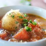 【カレーライスに合うスープ、付け合わせ&献立】大好きなカレーライスに合うスープ・レシピの決定版「定番・簡単・人気のおかずは、コンソメスープ!味噌汁もあり!?男ウケが良い理由は、牛丼チェーン店の影響!?」