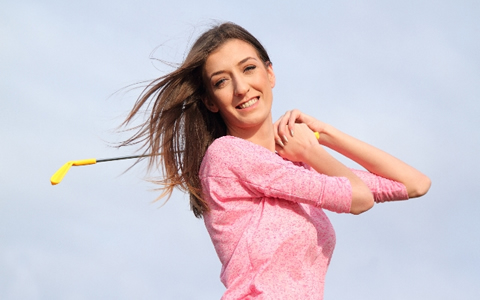 【打ちっ放しゴルフ/消費カロリー】1回のスイングで何カロリー使う?ドライバーとアイアンの消費カロリーの早見表「打ちっぱなしゴルフで練習を兼ねる!ウエストや腹筋、胸、二の腕の上半身痩せを解説」