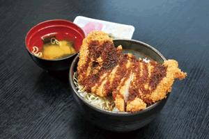 お味噌汁、たくわん(漬物)