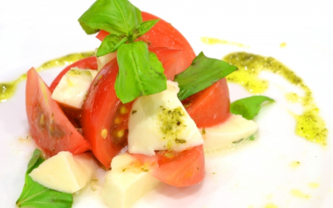【お好み焼きサラダ/副菜】お好み焼きに合うサラダ、家庭のお好み焼きの献立レシピ「お好み焼きに合うサラダのポイントは、食感のあるシャキシャキした野菜!冷たいひんやりサラダも、おすすめ!!」