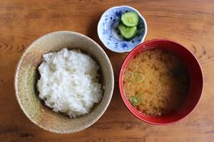 ご飯と味噌汁、漬物セット