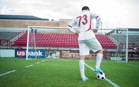 【サッカー好き男子/恋愛/特徴】サッカー部の彼を好きになった!?サッカーが好きな男性と付き合う方法「小学生から中学生・高校生だけでなく、サッカーが好きな20代・30代の男性も多い!彼の心を射止めるには?」