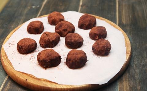 【ランキング/バレンタインに、もらって嬉しいお菓子】男子・男性がもらって嬉しいチョコレート・ランキング「本命チョコは、生チョコ&トリュフが人気!?男性が喜ぶバレンタインデー・チョコレートの種類をランキングで発表」
