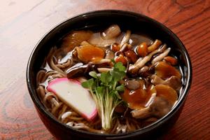 温かい蕎麦に合う料理&おかずレシピ、付け合わせの副菜特集