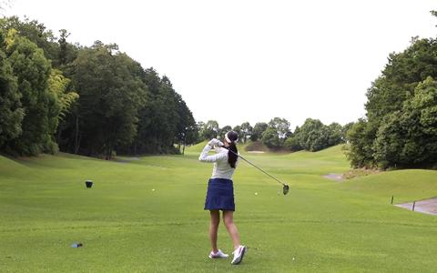 【ゴルフ/消費カロリー】ゴルフをすると、ダイエット効果は効率的!?「1ラウンド18ホールで消費するカロリー!ゴルフでダイエットと健康効果を高めるコツも解説」