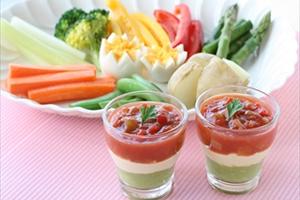 雛祭りカラーのサラダ