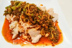 ネギ辛ソースの蒸し鶏