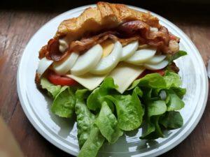 サンドイッチのサラダの献立