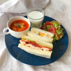 サンドイッチとトマトスープの献立