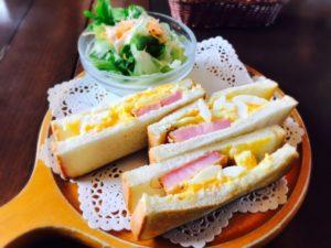 サンドイッチとサラダの献立