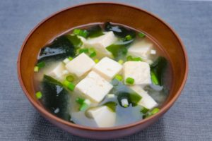豆腐とワカメの味噌汁の献立