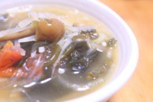 キノコの春雨スープ