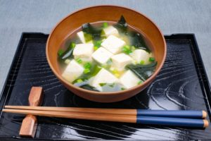 豆腐、ワカメの味噌汁