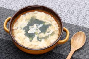 乾燥ワカメと卵スープ