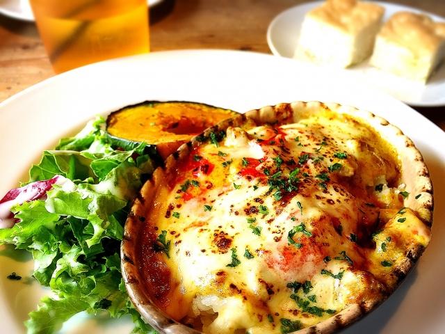 【簡単/ポテトグラタンに合うサラダの献立&レシピ】ポテトグラタンと合わせる人気サラダの付け合わせ&定番レシピ、副菜「夕飯&お昼飯のサラダはシーザーサラダ、コールスローが、おすすめ!」