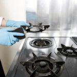 【ガスコンロの洗剤選び、掃除道具/キッチン&台所】ガスコンロ周りの油汚れや焦げ付き、手アカ対策~ガスコンロの掃除の仕方、注意点~