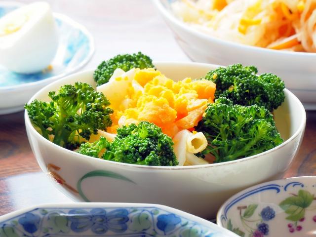 【副菜/ブロッコリーの合うサラダの献立&レシピ】ブロッコリーと合わせる人気サラダの付け合わせ&定番レシピ、副菜「夕飯&お昼飯のブロッコリー料理は卵マヨサラダ、ツナの和え物が、おすすめ!」