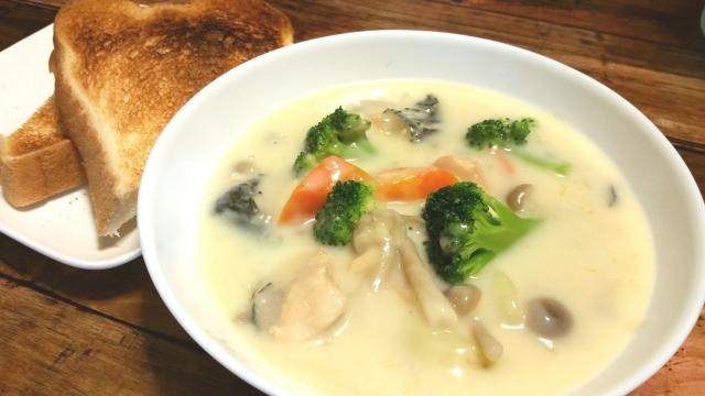 【シチュー/ブロッコリーを入れるタイミング】下茹でしたブロッコリーなら、煮崩れ、ボロボロしない!?「基本のクリームシチューの作り方&レシピ」