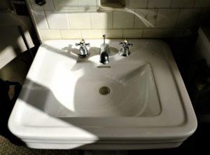 洗面台の蛇口掃除