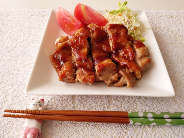 【切れない/照り焼きチキンを切るタイミング】皮と身を上手に鶏肉を切る方法~テリヤキチキンの作り方~