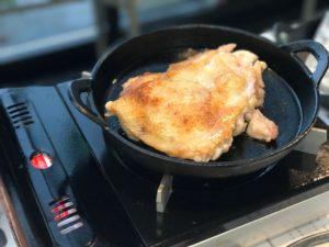 皮付き鶏肉の焼き方