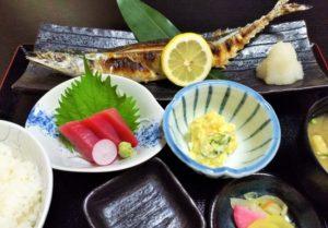 お刺身と焼き魚の献立